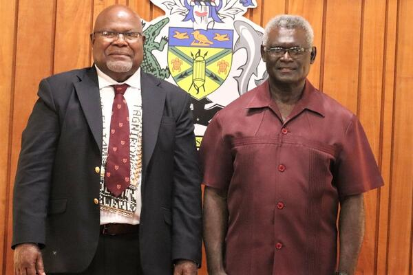 PM Sogavare and High Commissioner Tangirongo at the Commissioning ceremony.