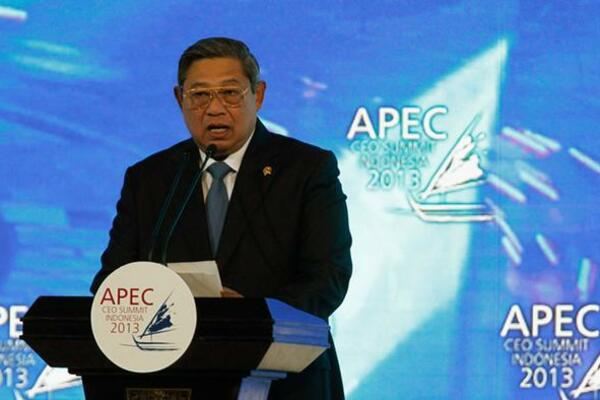 Leaders and envoys of four Pacific Island nations enjoyed a one-hour informal meeting with leaders of APEC economies, thanks to the initiative of President Susilo Bambang Yudhoyono, this year's APEC chair.
