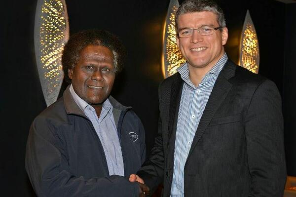 Loyley Ngira, CEO Solomon Telekom (left), with Jacques-Samuel Prolon, General Manager, Kacific (right).