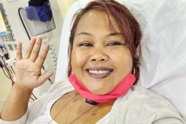 Kelinda staying positive while receiving treatment.