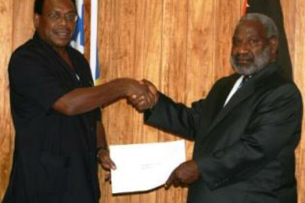 Prime Minister Sikua (l) congratulates new PNG High Commissioner, Aiwa Olmi (r).