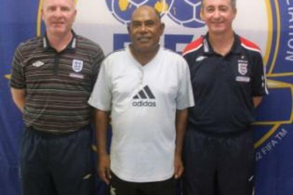 Noel Wagapu (C) with the two course instructors from England, John Allpress (L) and Chris Dawham (R).