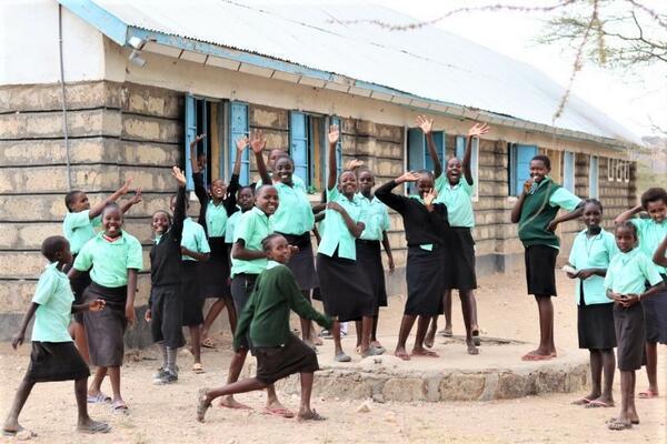 Schoolchildren in front of the Samburu school.