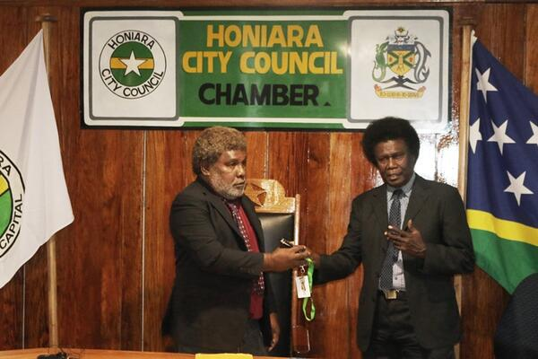 Newly elected Mayor Wilson Mamae (Left) receiving the keys to the city from City Clerk Charles Kelly.