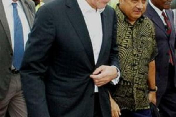 Russian Foreign Minister Sergei Lavrov is escorted by Fijian Foreign Minister Ratu Inoke Kubuabola during his Fiji visit.