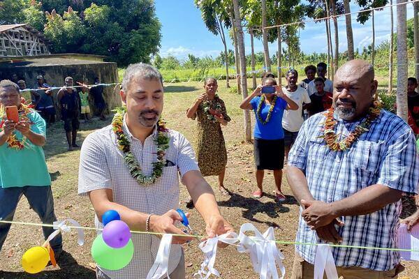 Keswar Leelah, UNDP Solomon Islands Operations Manager, and Premier of Guadalcanal Hon. Francis Sade.