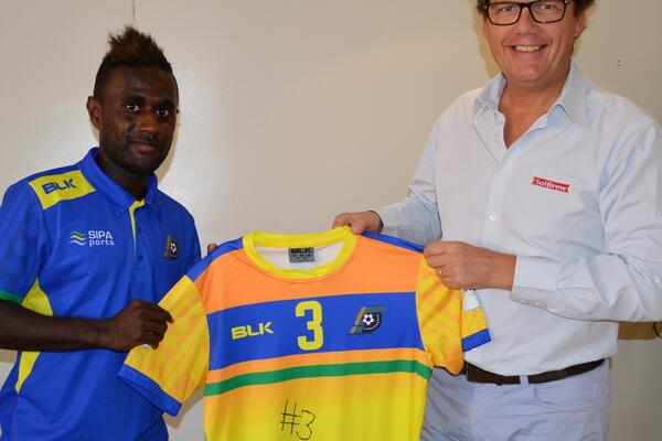 Kurukuru Captain Elliot Ragomo presents his Futsal World Cup 2016 jersey, to Solomon Breweries General Manager Mr Jan Arie Smit, on his return from Colombia in thanks for support.