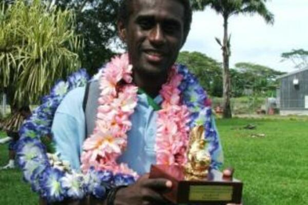 Kurukuru Captain, Elliot Ragomo, with his Golden Boot award, won on the recent trip.