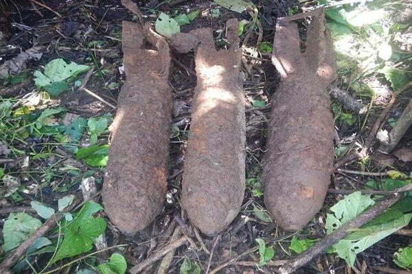 Unexploded ordinances are often discovered in and around various parts of the country. THe bove are unexploded Japanese bombs at Ringi, Kolombangara, Western Province.