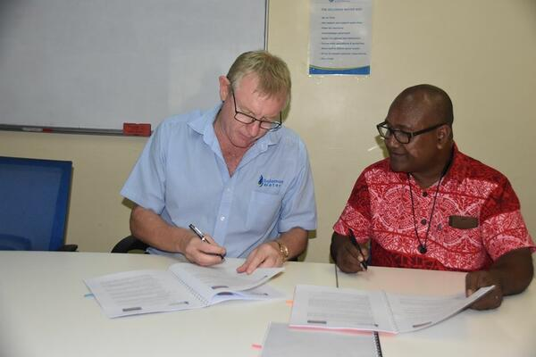 The Solomon Water CEO, Mr. Ian Gooden (L) and Solomon Post CEO, Mr. Alfred Ghemu (R) signining the Ezipei service contract.