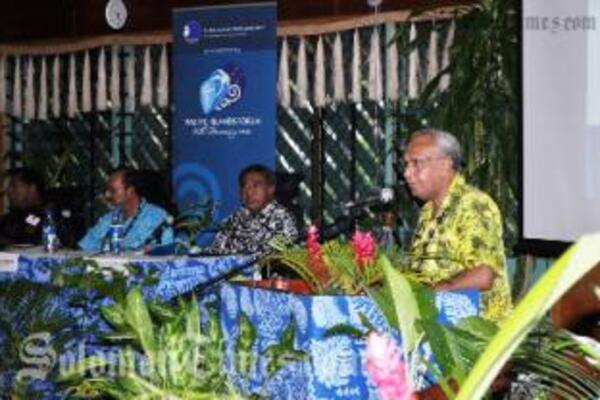 Prime Minister of Vanuatu and Pacific Islands Forum Chair, Hon Meltek Sato Kilman Livtuvanu (right), delivers the keynote address.