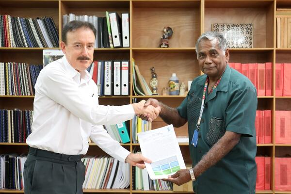 UNDP Country Manager a.i. Tony Cameron and Secretary to the Prime Minister Dr. Jimmie Rodgers approve a new anti-corruption project in Honiara on 4 July 2019.