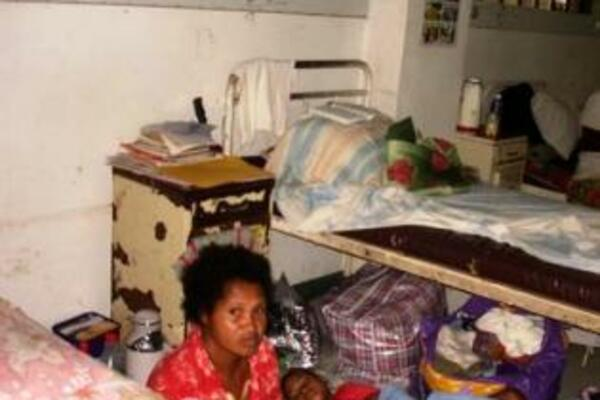 Mrs Jennifer Iniakwala, a nurse at the special care nursery for new born babies, said that had it not been for standby oxygen cylinders, lives would have been lost.