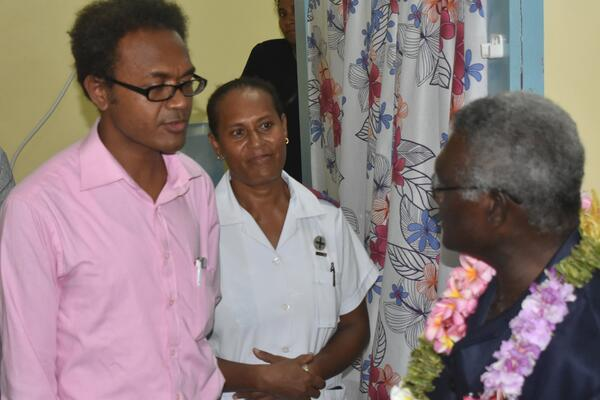 Dr Jack Siwainao talking with the Prime Minister during his visit.