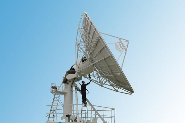 The decision to move to the larger antenna was made due to the rapid growth in data usage by Our Telekom subscribers.