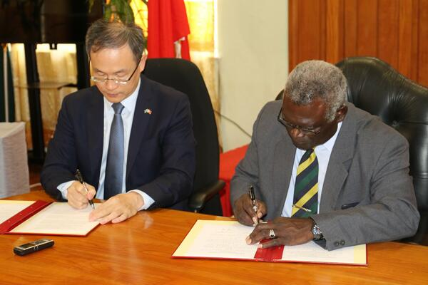 Prime Minister Sogavare and Ambassador Ming at the signing ceremony at the OPMC.