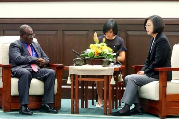 President Tsai Ing-wen, right, talks with Solomon Islands Minister of Foreign Affairs Jeremiah Manele, left, at the Presidential Office in Taipei yesterday.