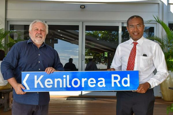 New Zealand High Commissioner to the Solomon Islands H.E. Don Higgins presents the street sign to Sir Peter's son, Hon. Peter Kenilorea Junior.