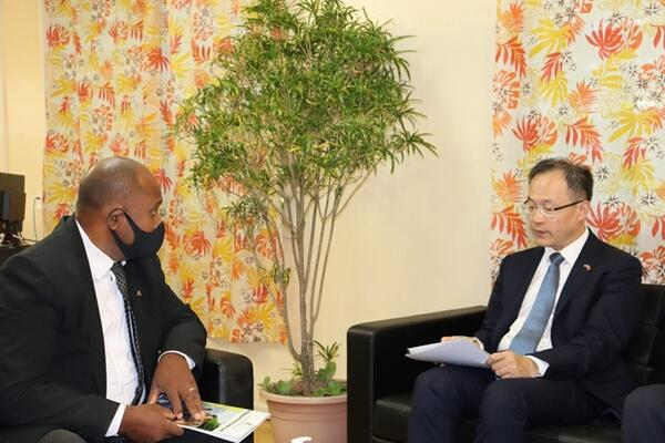 Health Minister Dr. Culwick Togamana thanked the Ambassador for the courtesy call and acknowledged the support rendered by China in the country's efforts against the pandemic.