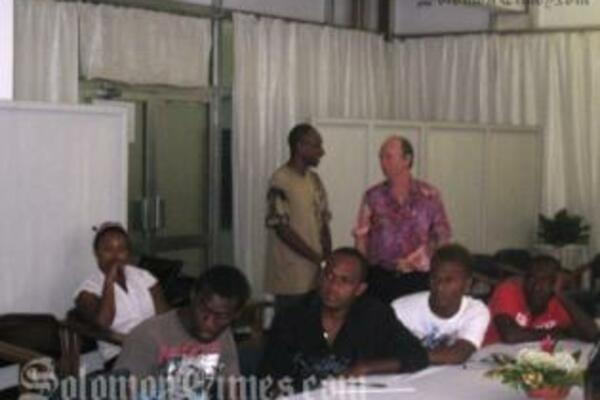 Mr Fahey with GYLN's Charles Ratu, former Solo Idols Fay Indu and David Auna and 2009 Solo Icon contestants.