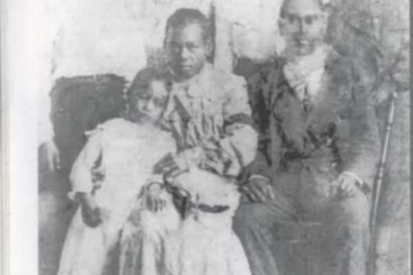 John Fatnouna Kwailiu (seated, right) and family.