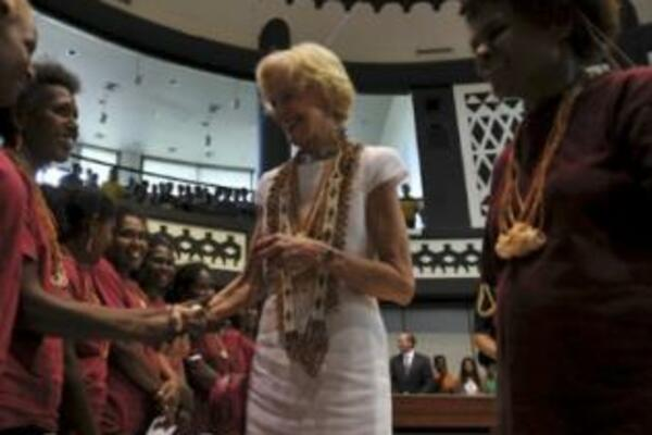 Australian Governor-General, Ms Quentin Bryce meets the WARA ladies.
