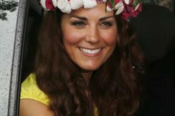 Kate received the decorative headpiece after meeting women's groups working to improve the status of women in the Solomon Islands.