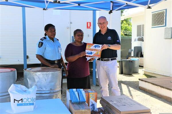 Australian High Commissioner Dr Lachie Strahan and RSIPF Gender Coordinator, Staff Sergeant Alice Roteku, handover fuel drums and communication equipment to Seif Ples.