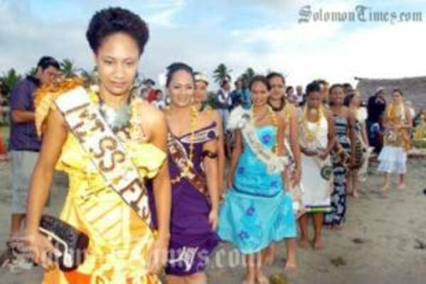 Miss Fiji, Merewalesi Nailatikau, leads other contestants to the canoe ride to the opening ceremony.