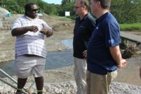 Local engineer, Lemuel Siosi explains the road works to Mr. Marles.