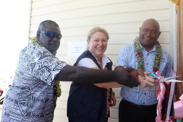 Premier of Western Province David Gina, WHO Country Representative Dr. Sevil Huseynova and Minister of Health Hon. Dr Culwick Togamana cutting the ribbon to official open the COVID-19 isolation ward.