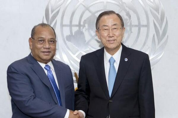 Secretary-General Ban Ki-moon (right) meets with President Christopher J. Loeak of the Republic of the Marshall Islands.