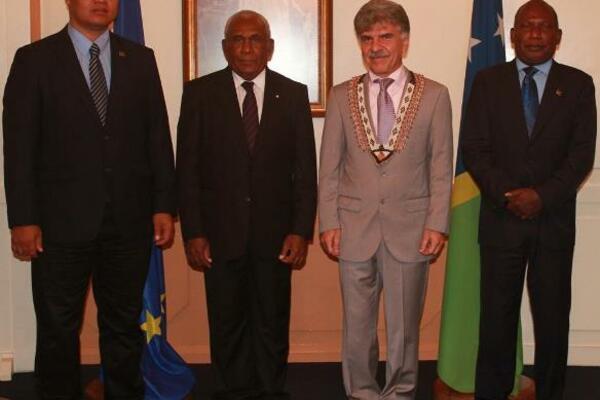 Foreign Minister Clay Forau, Sir Frank, Ambassador Leonidas Tezapsidis and Foreign Affairs PS Beraki Jino at Government House yesterday.